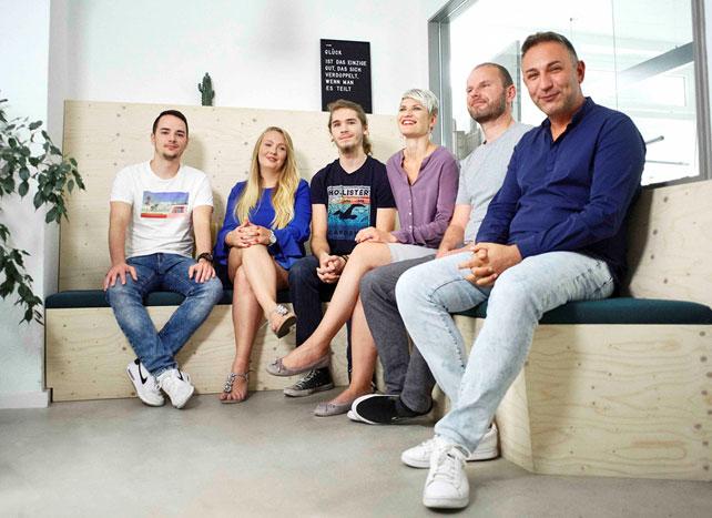 customer-happiness-team