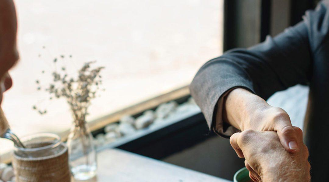 Was hätte Knigge bei einem Geschäftsessen empfohlen? Bleiben Sie locker!